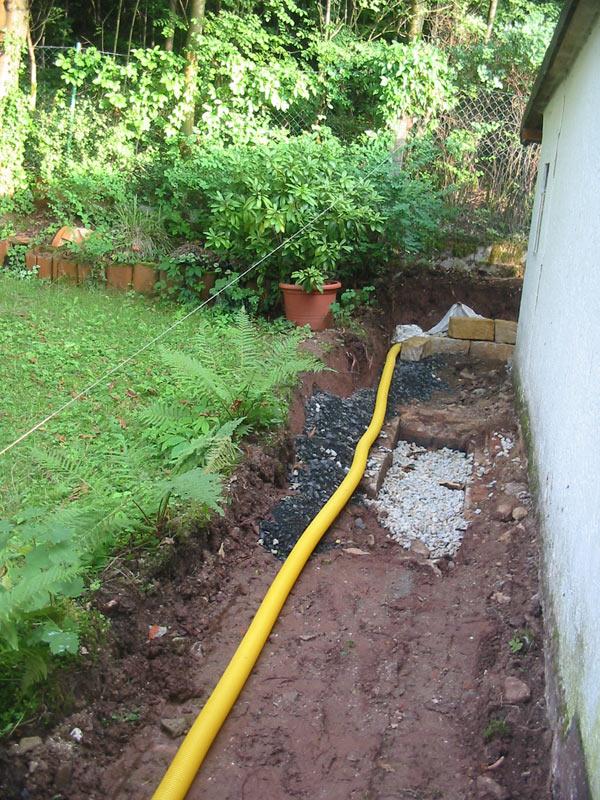 Drainage Im Garten Sinnvoll : Drainage und Trockenmauer im Werden