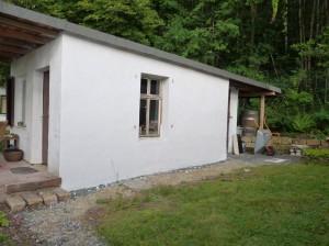 Außenputz der Gartenhütte fertig