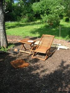 Relaxsessel unterm Kirschbaum